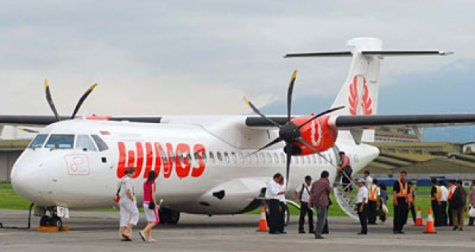 Pesawat Wings Air Pecah Ban di Makassar