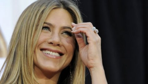 Jennifer Aniston Tak Benci Angelina Jolie