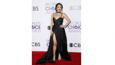 Gaun-gaun Seksi di People Choice Awards