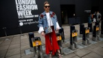 Para Pecinta Fashion yang Menarik Perhatian di London Fashion Week