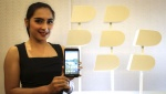 Aksi Model Cantik di Peluncuran Blackberry Android, Aurora