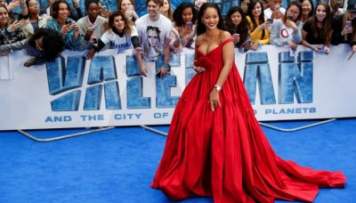 Tampilan Glamor Rihanna dalam Preimer Valerian and the City of a Thousand Planets