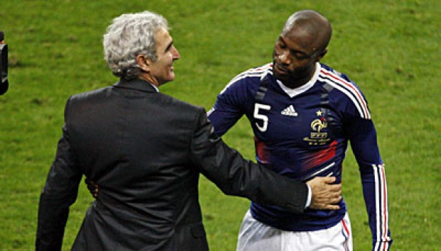 Raymond Domenech (kiri) dan William Gallas. AP/Michel Euler