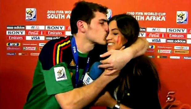 Iker Casillas dan Sara Carbonero. Foto: Youtube