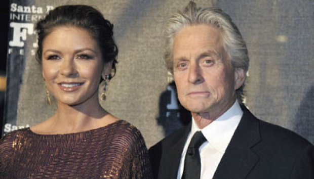 Michael Douglas dan Catherine Zeta-Jones. AP/Phil Klein