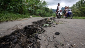 Moving Ground in Bogor Opens Up One Meter Wide Crack