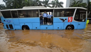 Transjakarta Routes Recovering from Floods, 2 Remain Inoperable
