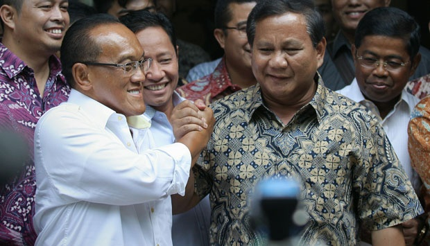 Chairman and President candidates from Golkar party Aburizal Bakrie, shake hand with Chairman of the Board of Trustees and President candidates Gerindra party Prabowo Subianto after meet at Menteng, Jakarta (4/29). TEMPO/Dhemas Reviyanto