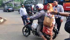 Jakarta Workers Obliged to Use Public Transportation Every Friday