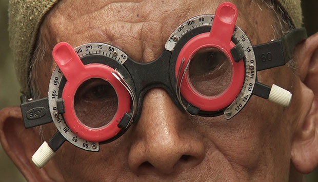 Foto sampul film Senyap, The Look of Silence. (tiff.net)