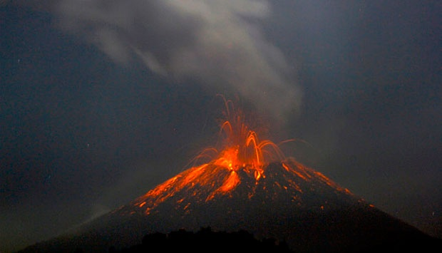 Gunung Slamet meletus, 12 September 2014. MN Adin/Anadolu Agency/Getty Images