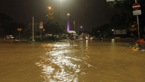 Public Blames Revitalization Project for Monas Flood
