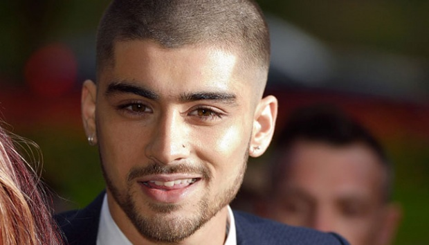 Zayn Malik, mantan personel One Direction menghadiri ajang The Asian Awards 2015 di London, 17 April 2015. Ini merupakan penampilan perdananya setelah keluar dari boyband tersebut.  Karwai Tang/WireImage