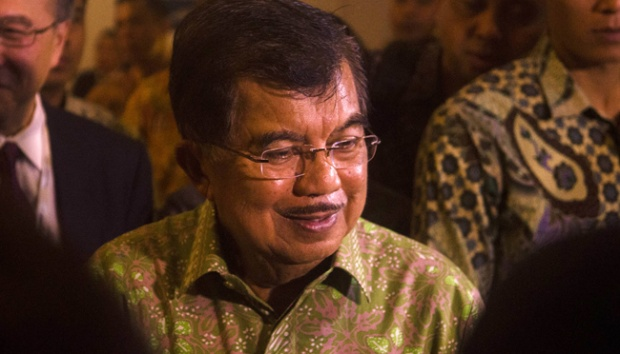 Wakil Presiden Jusuf Kalla diwawancara wartawan dalam pembukaan 2015 Institute of International Finance (IIF) Asian Summit di Jakarta, 7 Mei 2015. TEMPO/Wisnu Agung Prasetyo