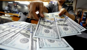 Dolar AS Melemah, Investor Tunggu Pidato Ketua The Fed