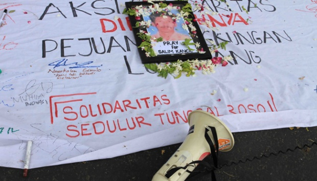 Solidarity act related to the murder of Salim Kancil, a sand mining activist on Saturday, September 26, 2015 TEMPO/Aris Novia Hidayat
