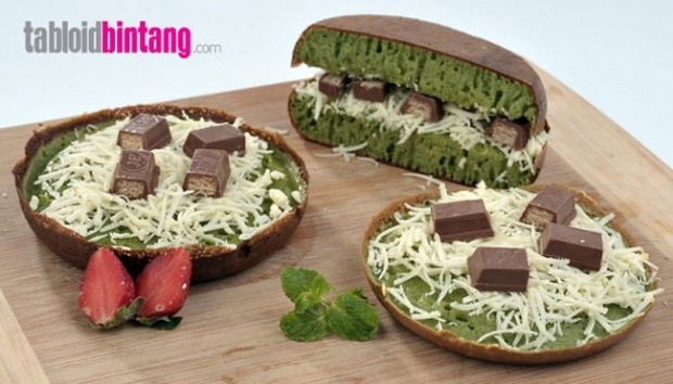 Martabak Kit Kat Green Tea. tabloidbintang.com
