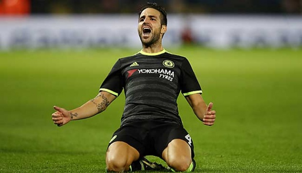 Pemain Chelsea, Cesc Fabregas meluapkan kegembiraannya setelah mencetak gol penutup untuk timnya, dalam Piala Liga, antara Leicester City dan Chelsea di  Stadion King Power, Leicester, 21 September 2016. Chelsea menang 4-2 lewat perpanjangan waktu. Julian Finney/Getty Images