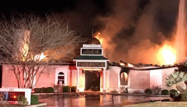Victoria Islamic Center yang terbakar di Victoria, Texas. Occupy Democrats