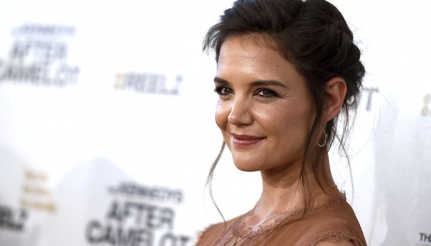 Aktris Katie Holmes menghadiri pemutaran miniseri The Kennedys - After Camelot, di Paley Center for Media di Beverly Hills, California, 15 Maret 2017. Miniseri drama televisi ini menceritakan kisah keluarga mantan presiden AS, John F Kennedy.  AP/Jordan Strauss