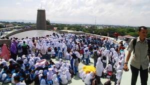 10,000 People Join Aceh Tsunami Commemoration Day