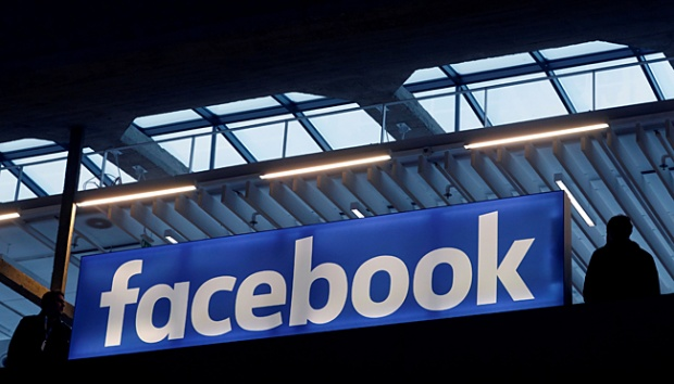 Logo facebook. REUTERS/Philippe Wojazer/File Photo
