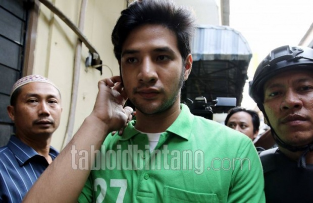 Ammar Zoni is tested positive for marijuana and crystal meth. TABLOIDBINTANG.COM
