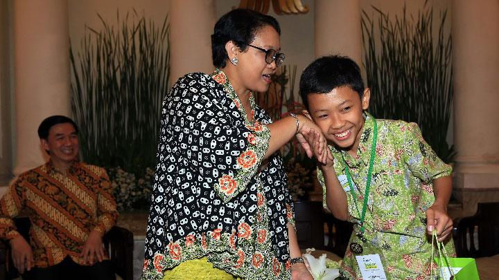 Finalis Kalbe Junior Scientist Award Temui Tokoh Inspiratif