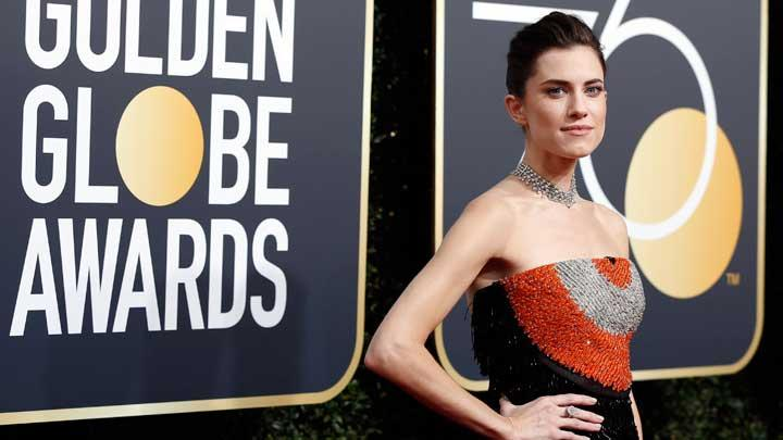 Allison Williams berpose saat tiba dalam acara Golden Globe Awards ke-75 di Beverly Hilton Hotel, Beverly Hills, California, 8 Januari 2018. REUTERS/Mario Anzuoni