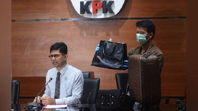 KPK Nabs 15 People in East Kutai Regent Sting Operation