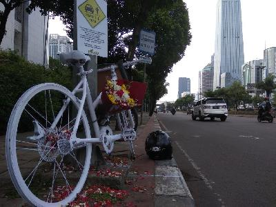 Dodge Journey Tabrak Lari Pesepeda, Monumen Ghost Bike Didirikan