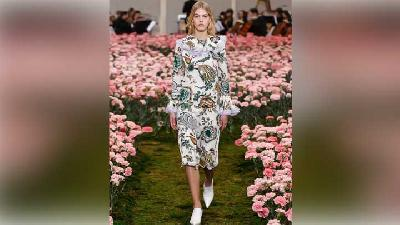 Tory Burch Terinspirasi Adik Jackie O di New York Fashion Week