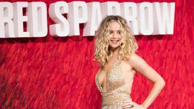 Jennifer Lawrence Tampil Seksi pada Premiere Film Red Sparrow