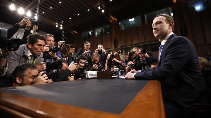 CEO Facebook Mark Zuckerberg tiba untuk bersaksi di depan sidang bersama Komite Perdagangan dan Energi di Capitol Hill di Washington, 10 April 2018. (AP Photo, Alex Brandon)