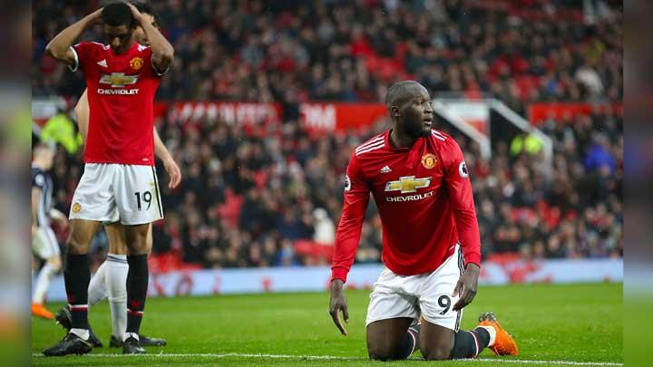 Ekspresi pemain Manchester United, Romelu Lukaku dan Marcus Rashford setelah diakalahkan West Bromwich Albion 1-0 alam pertandingan Liga Inggris di Old Trafford, Manchester, 15 April 2018.  (Nick Potts/PA via AP)