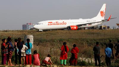Malindo Air B737 Veers off Runway at Bandung Airport