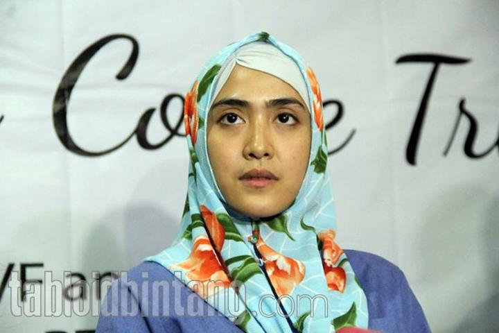 April Jasmine, istri Ustad Solmed. tabloidbintang.com