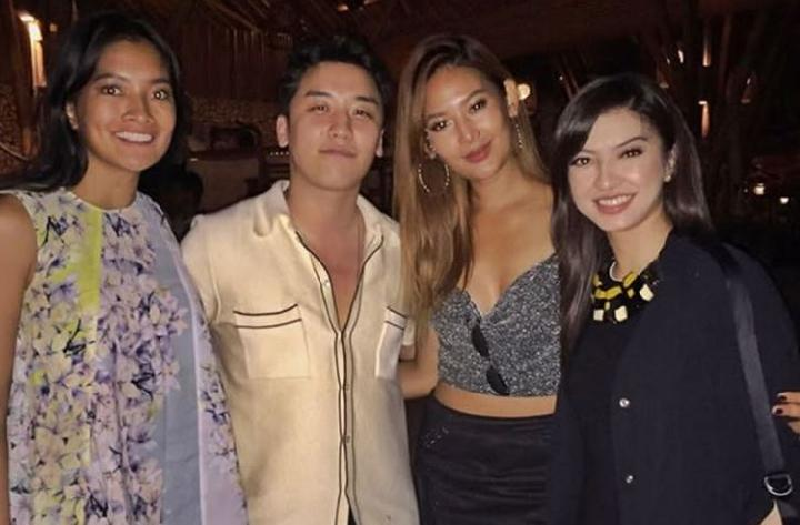 South Korea's K-Pop idol Seungri BigBang with Anindya K Putri of Puteri Indonesia 2015, Maria Selena, and Indonesian actress Raline Shah in Bali, Saturday (28/4). Instagram