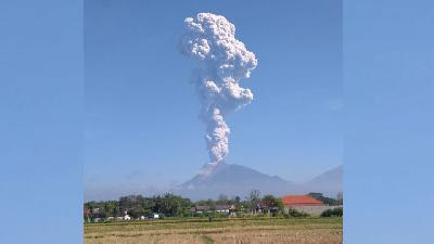 Mount Merapi's Wedhus Gembel Emitted as Far as 950 meters
