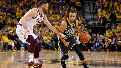 NBA: Golden State Warrios Vs Miami Heat 120-112, Stephen Curry Tampil Buruk