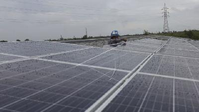 Businesses Install Rooftop Solar Panel