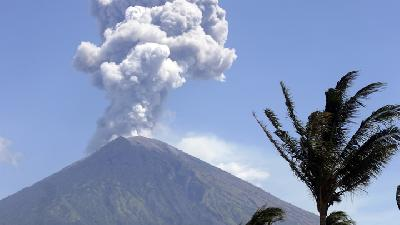 Bali Volcano Spews Ash 2,000 meters to the Sky in Latest Eruption
