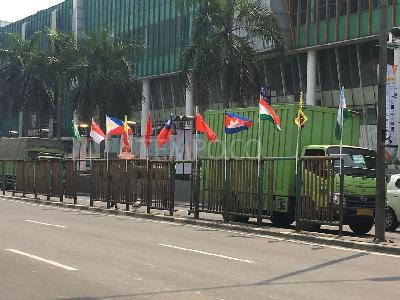 Memo Anies Soal Viral Bendera Asian Games Tiang Bambu
