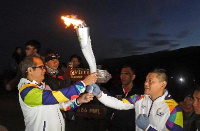 Di Banyuwangi, Api Asian Games Disatukan dengan Blue Fire Ijen
