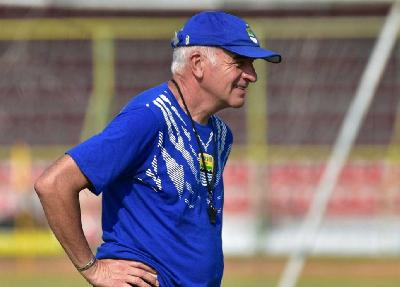 Persib: Dismissal of Coach Gomez Not Because of Team`s Failure