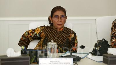 Susi Pudjiastuti Talks of Plastic Waste Endemic on Twitter