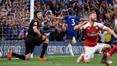 Arsenal Vs Chelsea, Owen Soroti Lini Belakang The Gunners