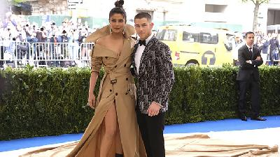 Priyanka Chopra - Nick Jonas Menikah ala Bollywood - Hollywood