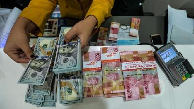 Rupiah Weakens as MK Holds Hearing for Prabowo Election Dispute
