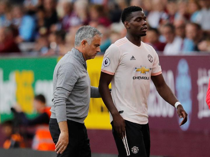 Pemain Manchester United Paul Pogba dan pelatih Jose Mourinho. REUTERS/Phil Noble